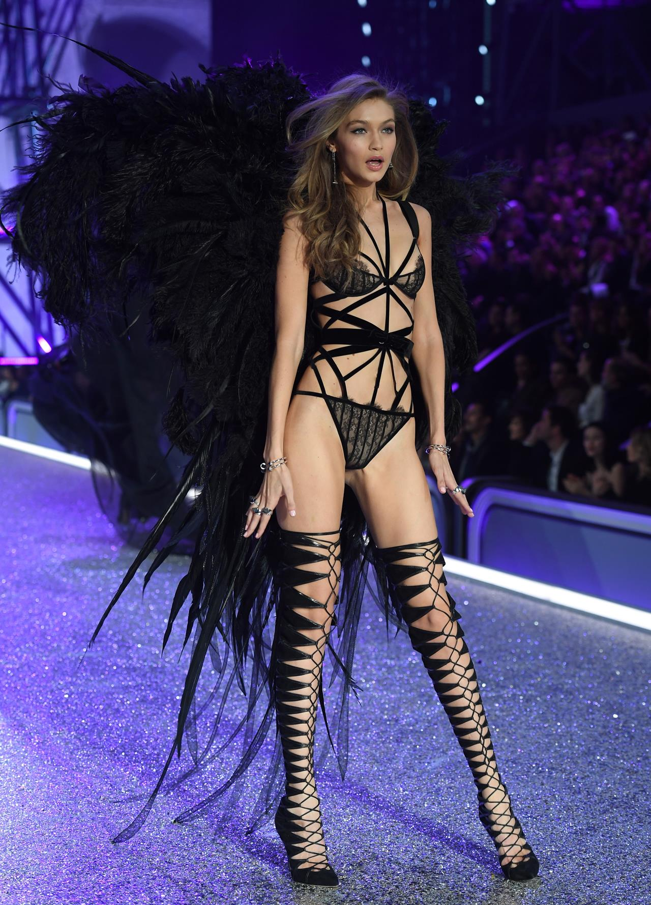 2016 Victorias Secret Fashion Show in Paris - Show