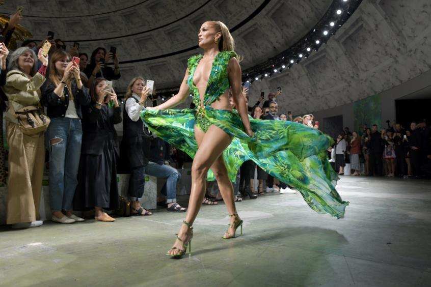 Jlo Models Iconic Green Versace Dress Almost 20 Years At Millan Fashion Week